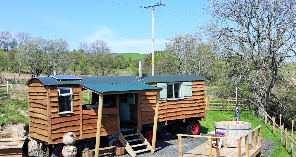 Glamping holidays in Powys, Mid Wales - Hidden Hut in the Hills