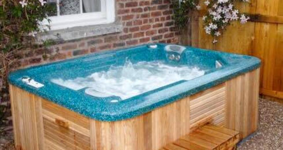 Glamping holidays in Denbighshire, North Wales - Hot Tub Safari