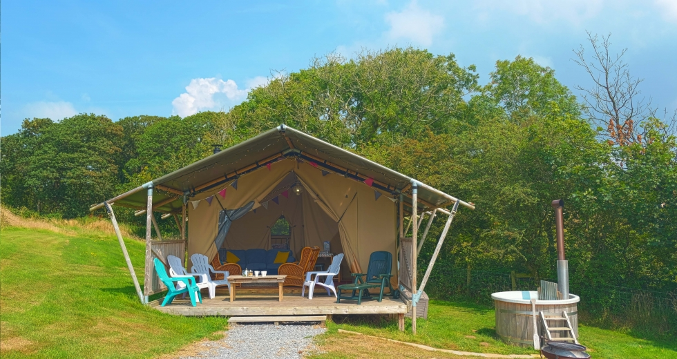 Glamping holidays in Carmarthenshire, South Wales - Kidwelly Farm Glamping
