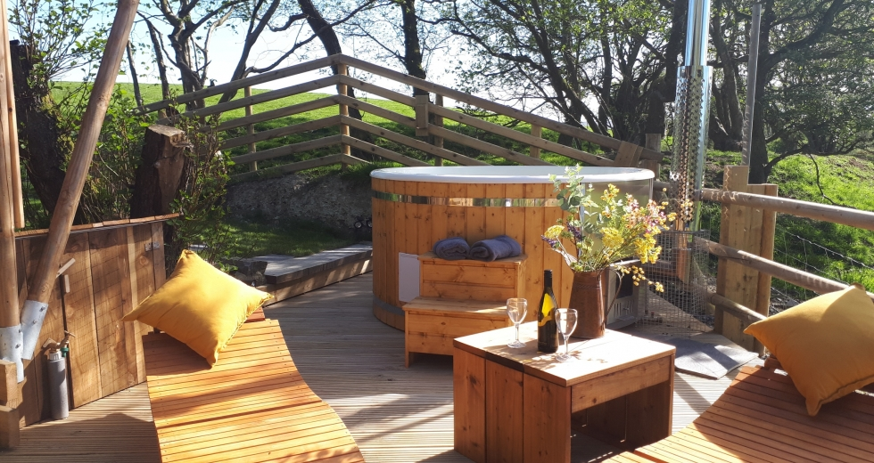 Glamping holidays in Powys, Mid Wales - Lon Lodges