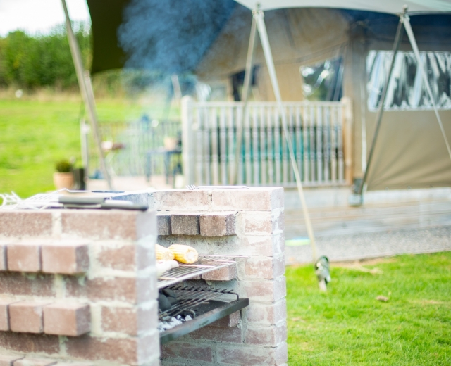Glamping holidays in Monmouthshire, South Wales - Seven Hills Hideaway