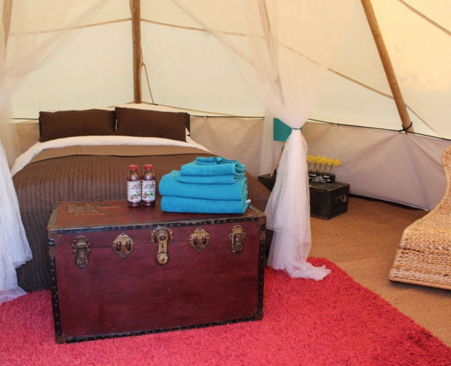 Glamping holidays in Oxfordshire, South East England - Ye Olde Swan