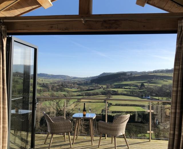 Glamping holidays in Powys, Mid Wales - Oaklands Glamping & Treehouse