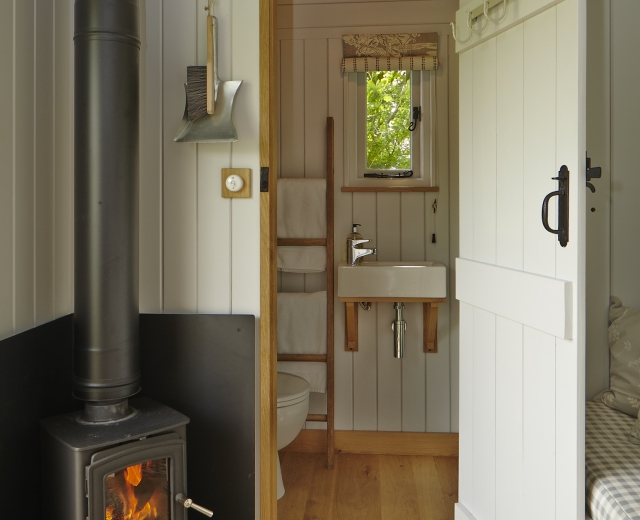 Glamping holidays in Northamptonshire, Central England - The Snug & Hut