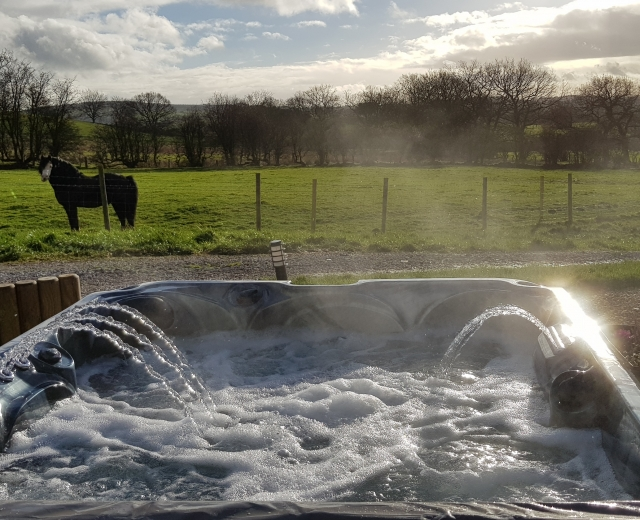 Glamping holidays in the Peak District, Cheshire, Northern England - Kiss Wood Cabins